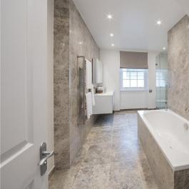 Natuursteen tegels badkamer