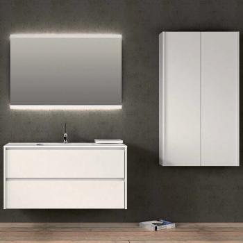 Badmeubels met spiegel en kolomkast