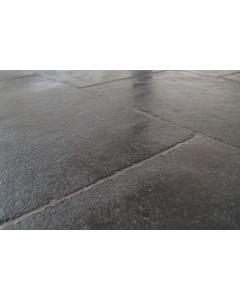 Castle Stone zwart half gezoet 56x56x2cm